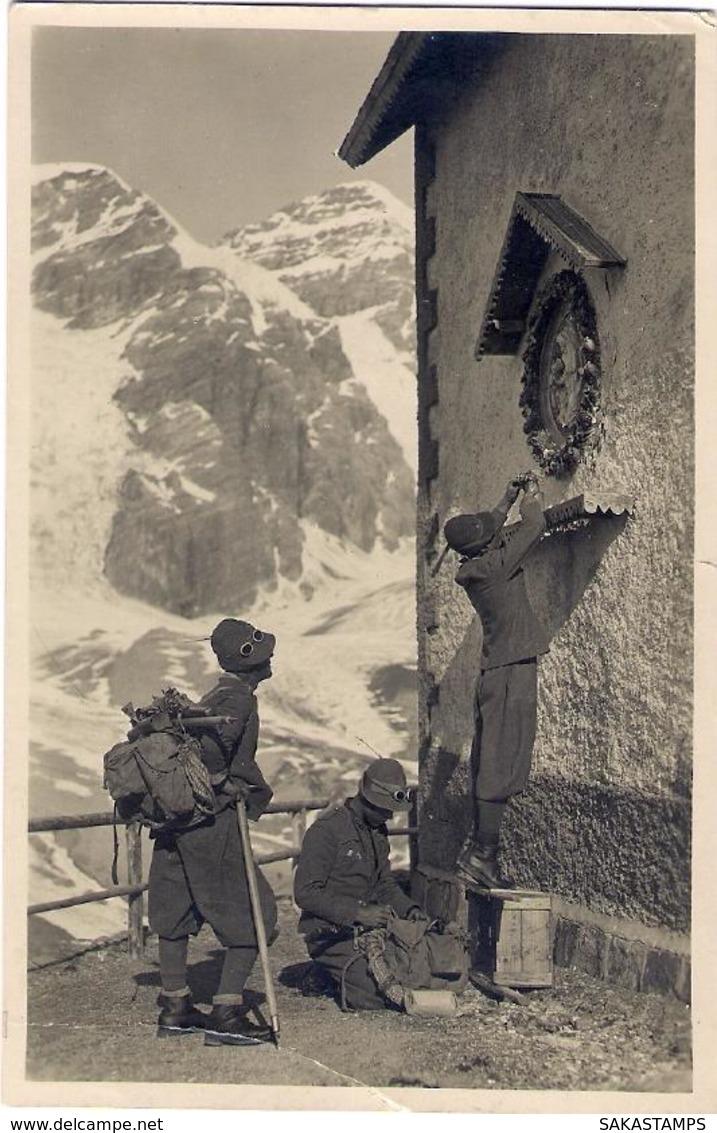 """1933- Cartolina Foto """"alpini Che Depongono Fiori Su Altarino"""" Viaggiata,piccola Riparazione In Basso - Godsdiensten & Geloof"""