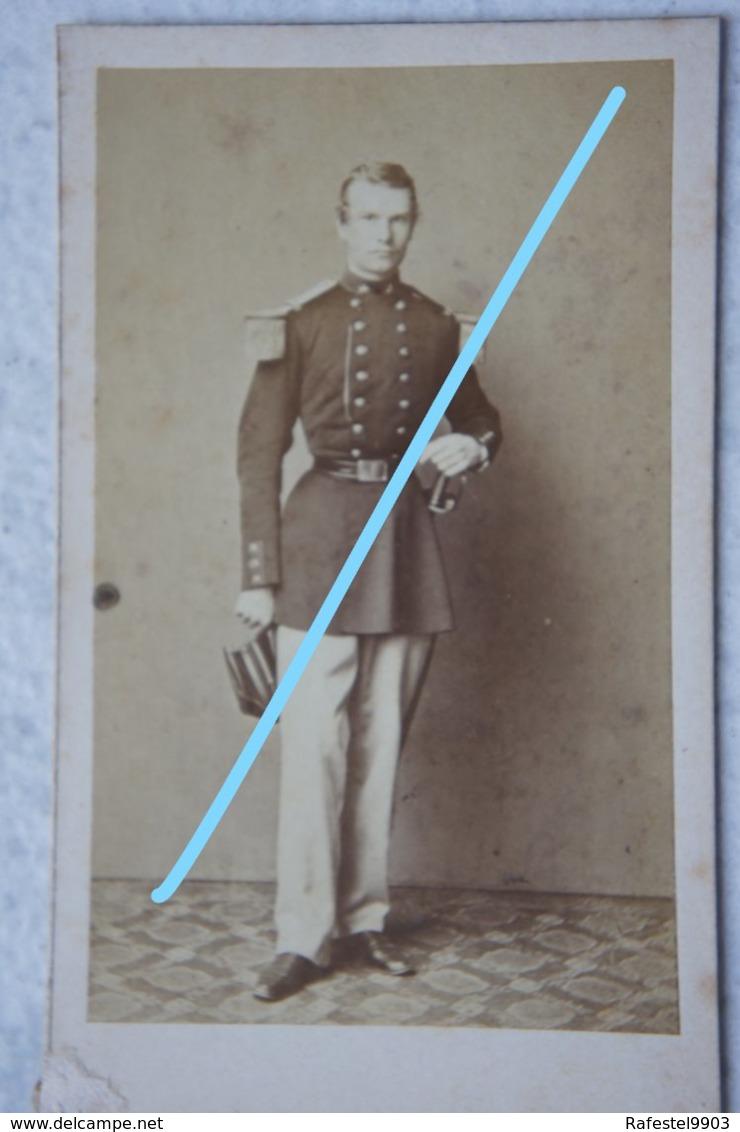 CDV ABL Officier Belge Circa 1864 Sabre Sword Armée Belge Belgische Leger Photographe Ch BILLOTTE Et Cie Bruxelles - Photos