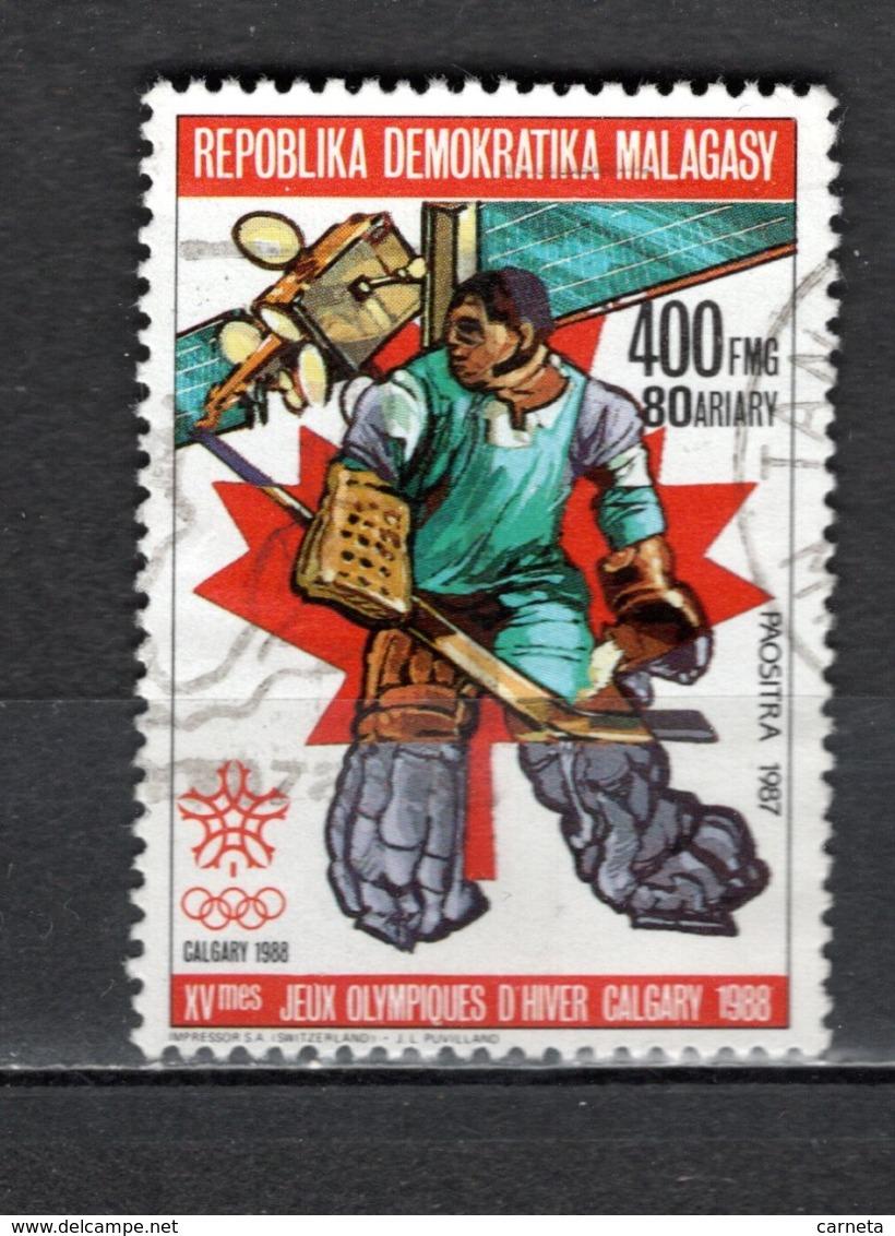 MADAGASCAR   N° 812   OBLITERE   COTE 1.00€    JEUX OLYMPIQUES CALGARY - Madagascar (1960-...)
