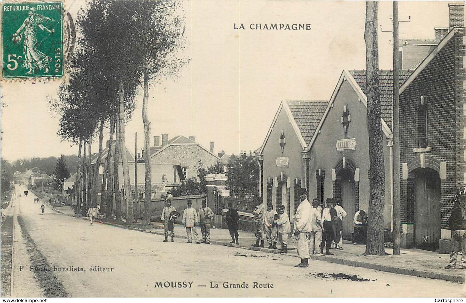 CPA 51 Marne Moussy La Grande Route - Militaria - Soldats - Celliers - Pressoirs - Francia