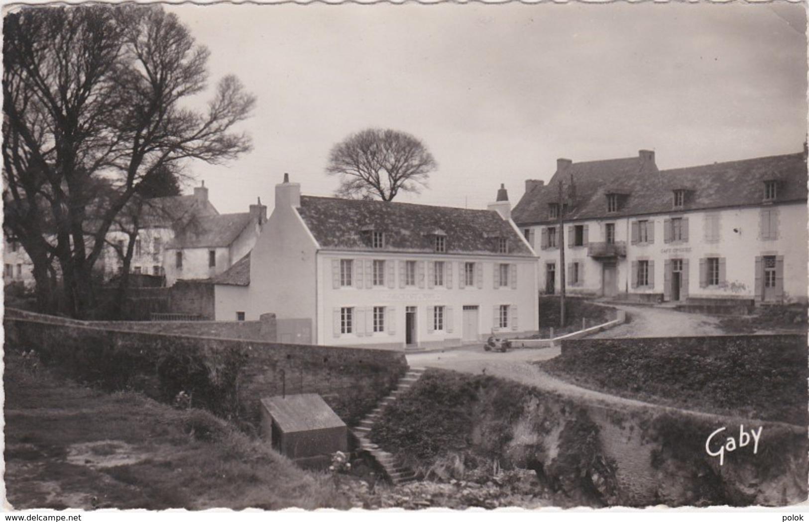 Cpsm Petit Format ILE De GROIX - Port Lay - Groix