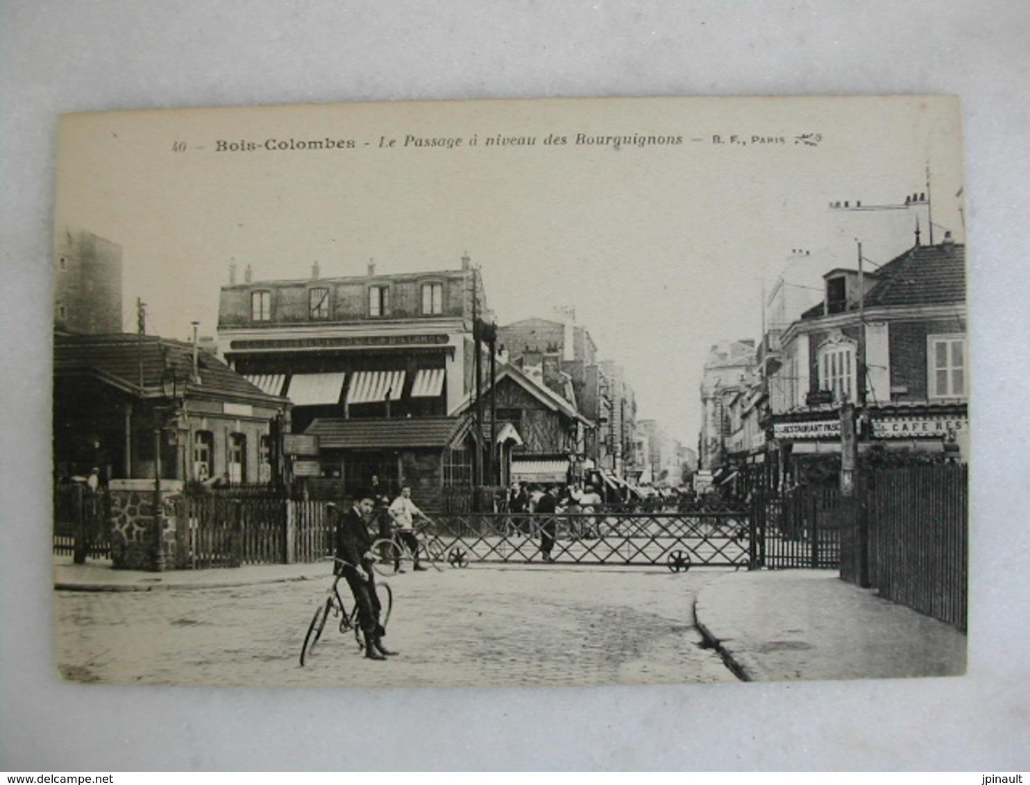 BOIS COLOMBES - Le Passage à Niveau Des Bourguignons (animée) - Other Municipalities