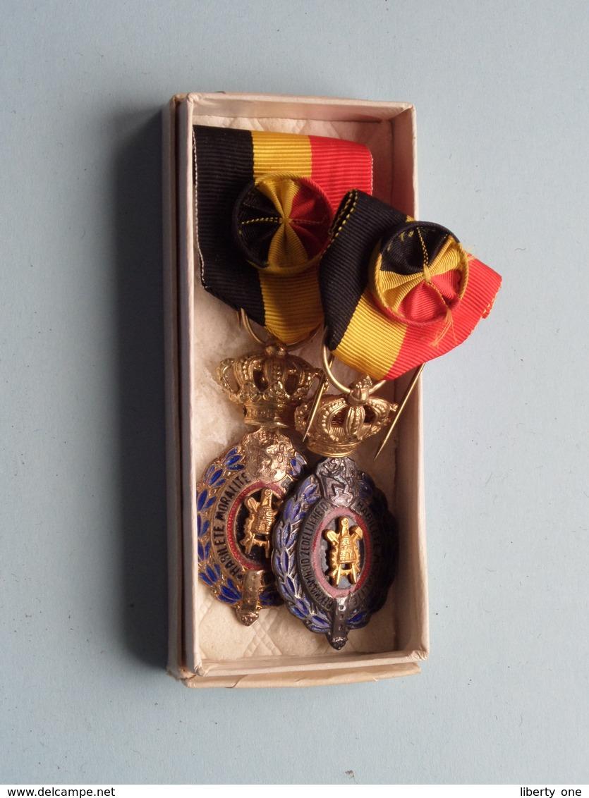 Medaille V/d ARBEID ( Verdienste ) 2 Stuks ( Zie Foto's Voor Detail AUB / Voir Photo ) What You See Is What You Get ! - Belgique