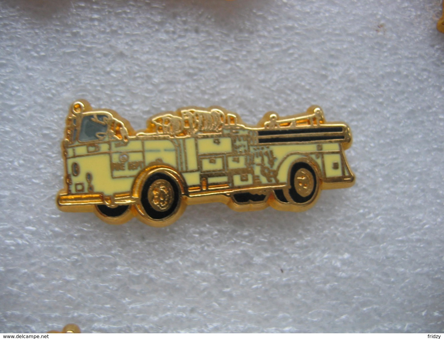 Pin's BALLARD, Camion Crown 1250 GPM Des Sapeurs Pompiers. Fire Département - Bomberos