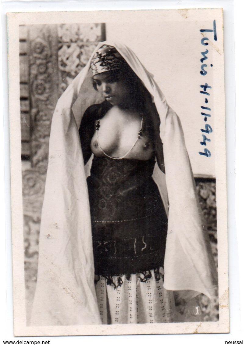 Foto Pequeña Mujer Tunez 1949.- - Belleza Feminina (1941-1960)