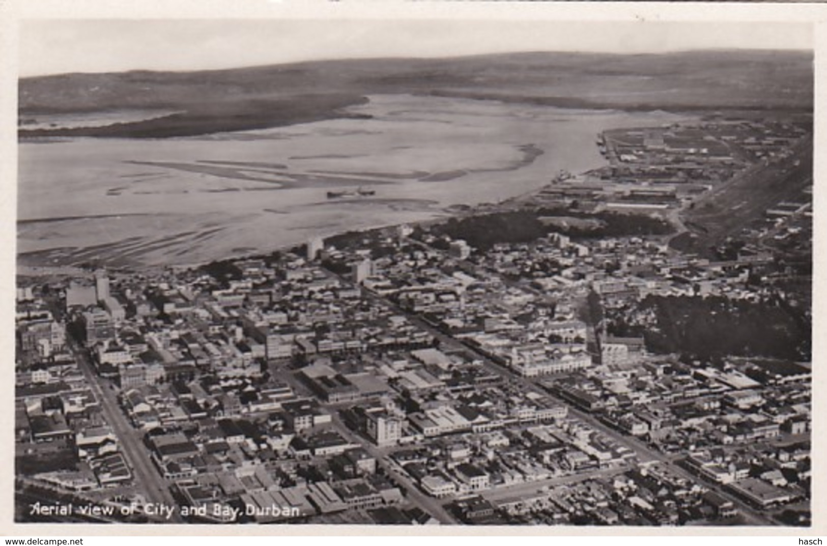 25365Durban, Aerial View Of City And Bay. (photo Card)(left Top Little Crease) - Sud Africa