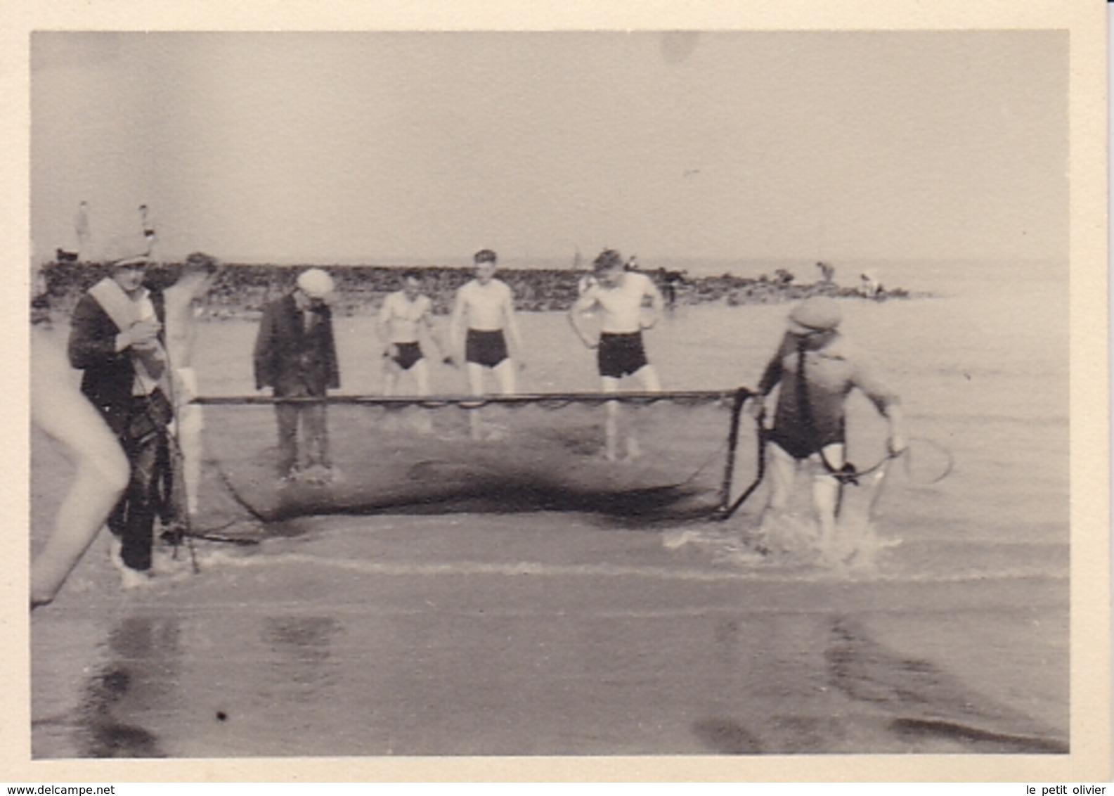 PHOTO ORIGINALE 39 / 45 WW2 WEHRMACHT BELGIQUE OSTENDE SOLDATS ALLEMANDS A LA PECHE - Guerre, Militaire