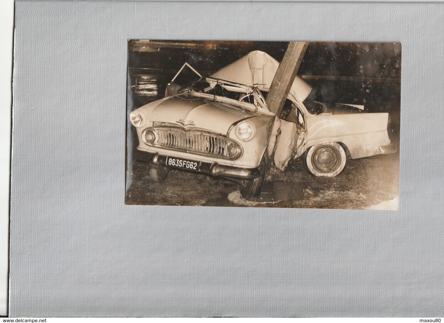 Photo Originale 11 X 18 Cm, Voiture Ancienne Accident à DOULLENS - Automobile