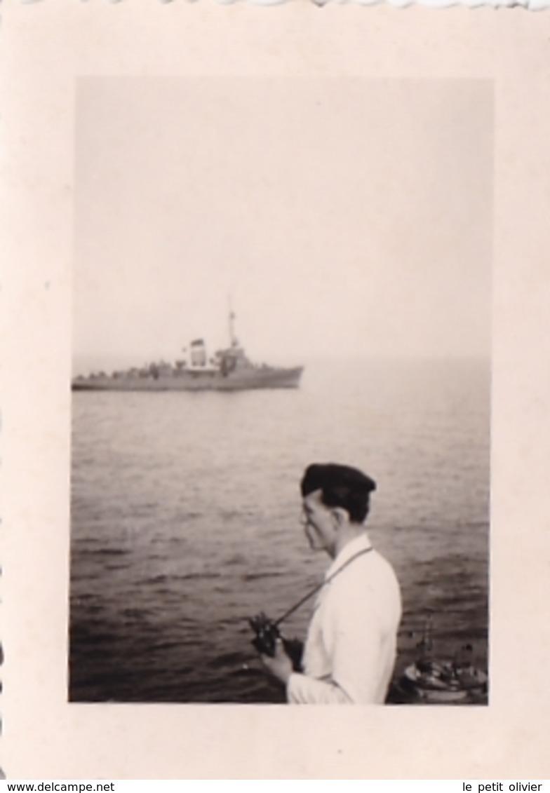 PHOTO ORIGINALE 39 / 45 WW2 FRANCE MER DU NORD CHASSEUR DE MINES ALLEMAND M.1908 SOLDAT ALLEMAND AUX JUMELLES - Guerre, Militaire
