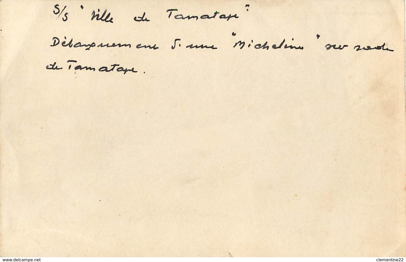 MADAGASCAR * Tamatave * Déchargement D'une Micheline Sur Rade   (scan Recto Et Verso ) 13 X 8 - Places