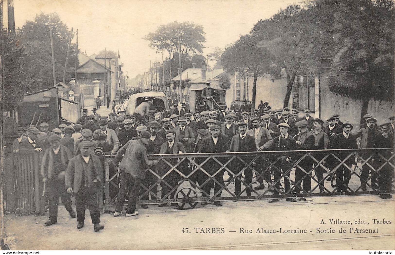 CPA 65 TARBES SORTIE DE L ARSENAL RUE ALSACE LORRAINE - Tarbes