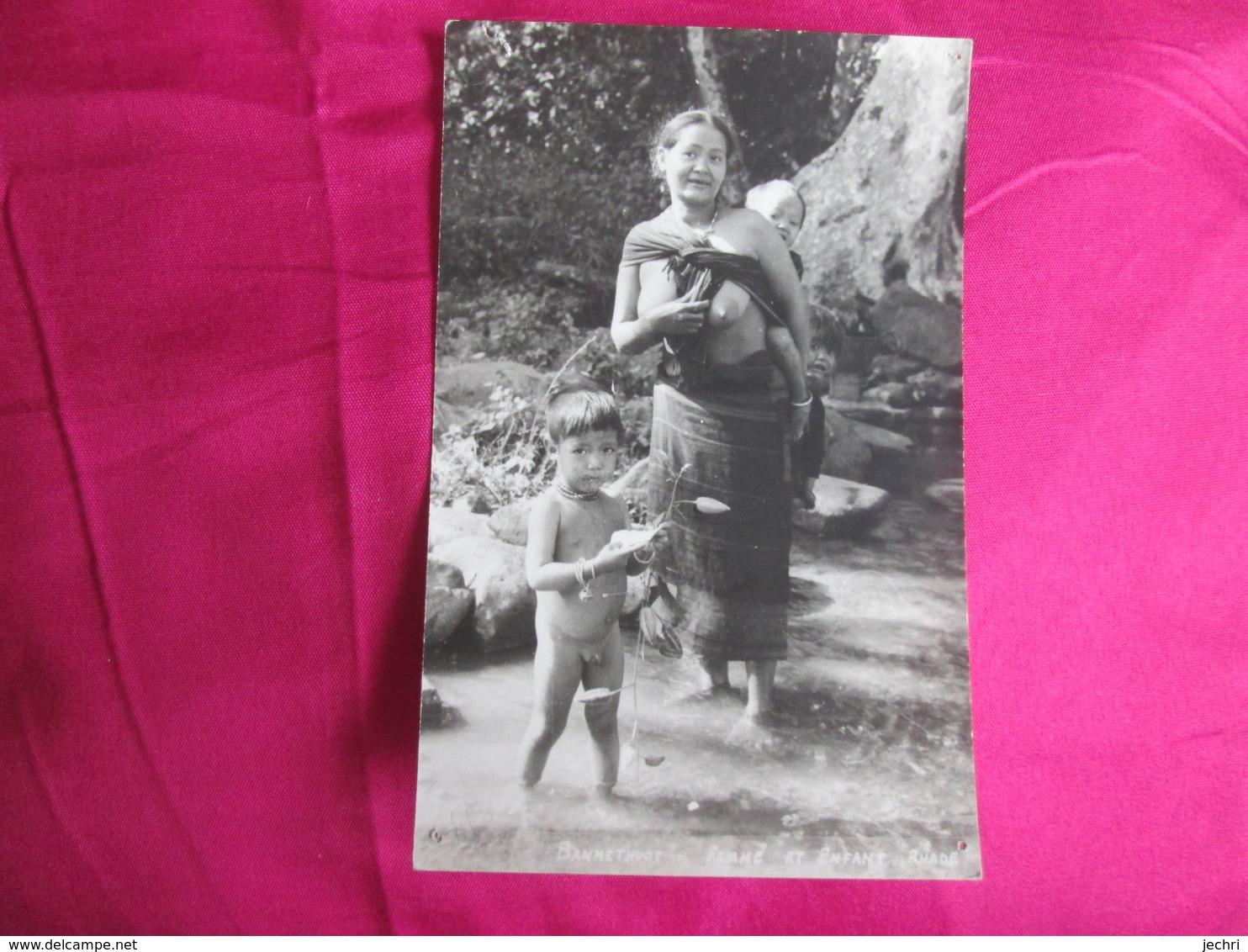 Banmethuot. Femme Et Enfant Rhade . Femme Sein Nu - Viêt-Nam