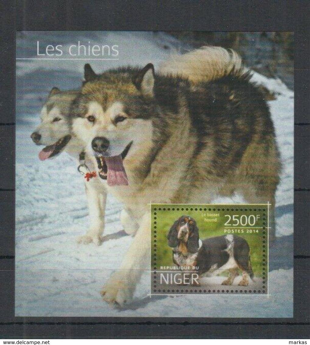 N325. Niger - MNH - 2014 - Fauna - Animals - Pets - Dogs - Bl - Pflanzen Und Botanik
