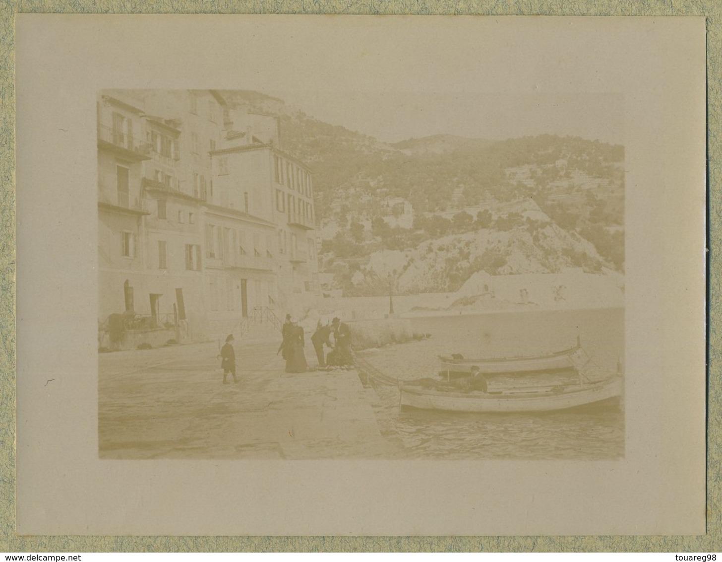 Une Des Rues Couvertes De Villefranche-sur-mer (Alpes-Maritimes). Barques. 1899. - Photographs