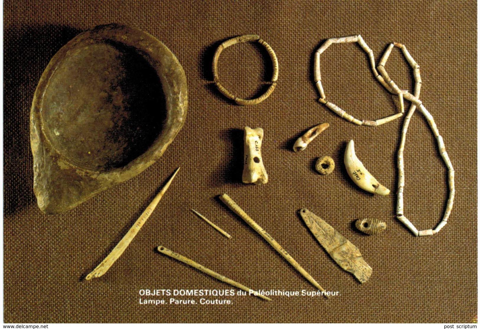 Les Eyzies De Tayac - Musée - Objets Domestiques Du Paléolithique Supérieur : Lampe, Parure, Couture - Francia