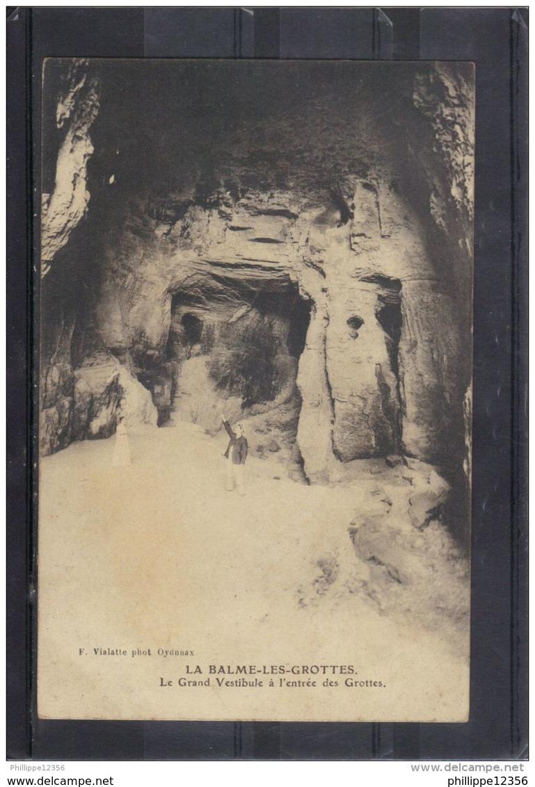 3807 .   LA BALME LES GROTTES . LE GRAND VESTIBULE A L ENTREE DES GROTTES  . ANIMEE   . 2 SCANS . F. VIALATTE - La Balme-les-Grottes
