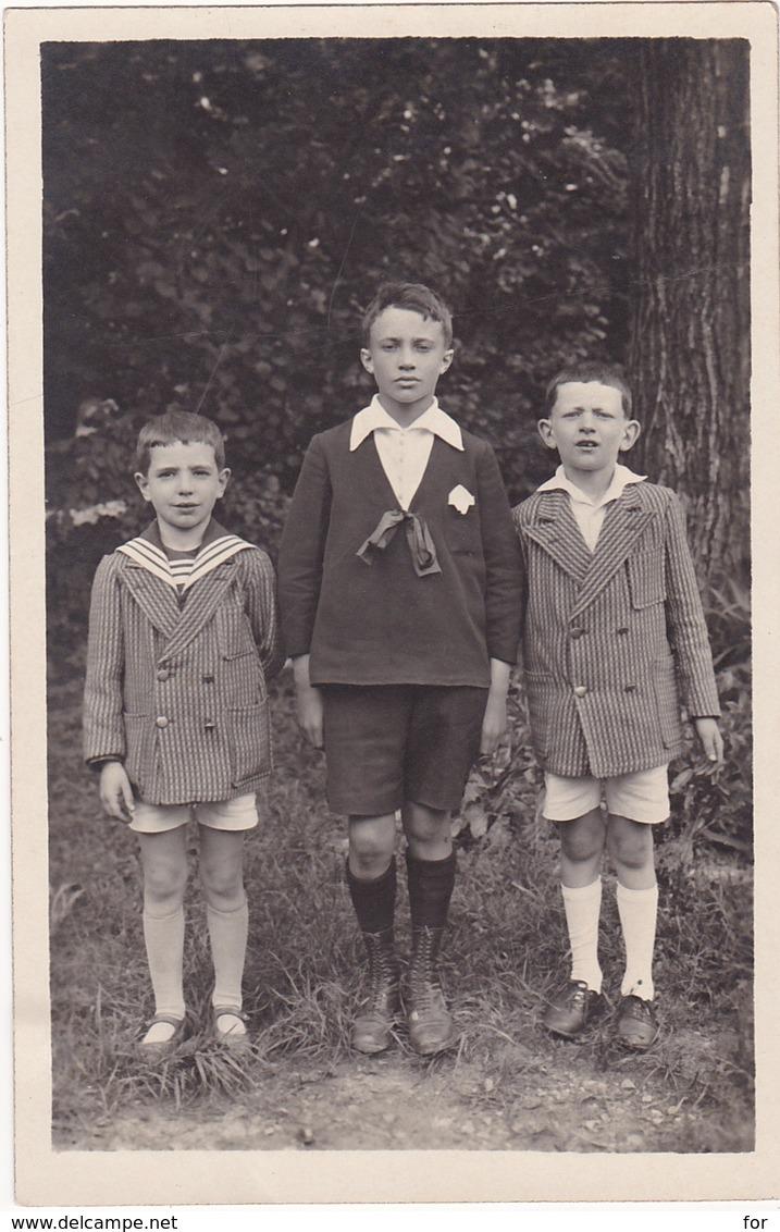 Carte Photo : Enfants : Trois Garçons En Pose - En Pied - ( Beaux Vétement ) - Photographie