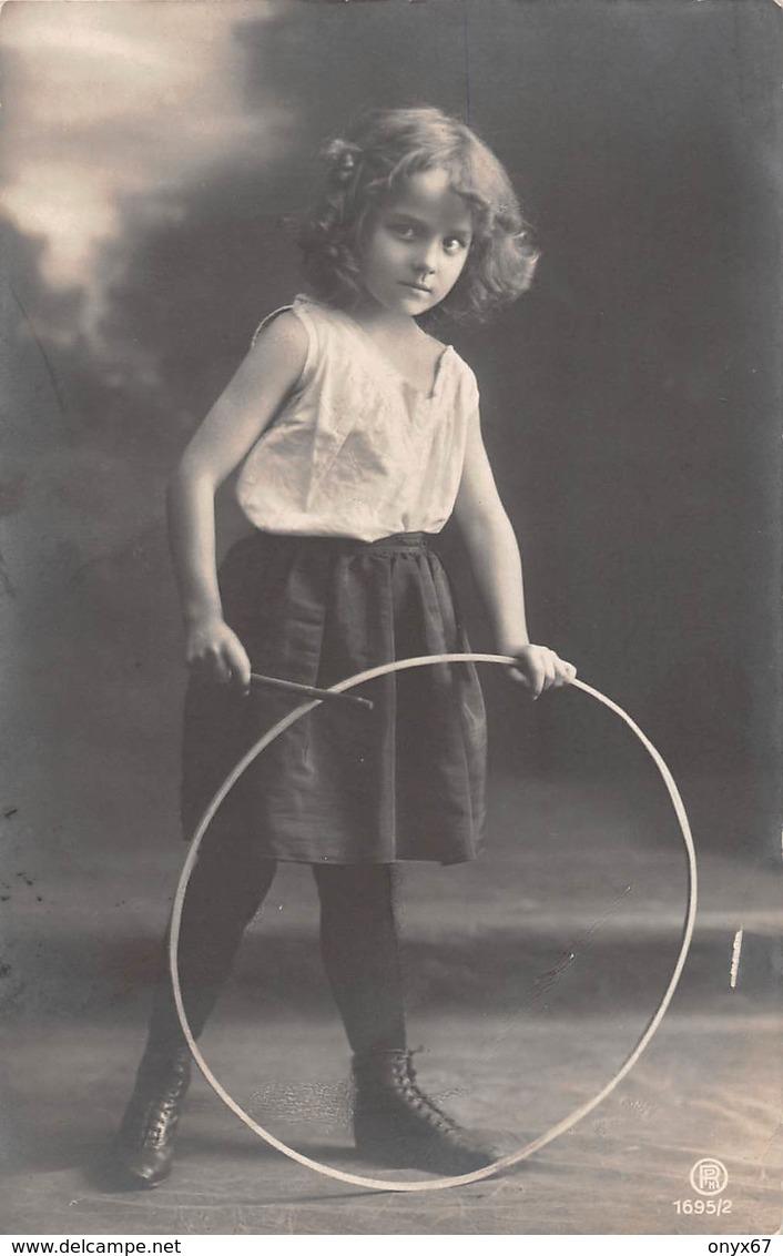 """Carte Postale Fantaisie Enfant-Jeune-Fille-Young-Girl-Child Woman-Kind-Grete Reinwald Série """" Cerceau """" - Portraits"""