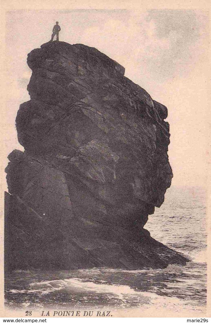 29 CLEDEN-CAP-SIZUN Menhir Appelé Aussi Tête De Louis XVI - Animée - Cléden-Cap-Sizun