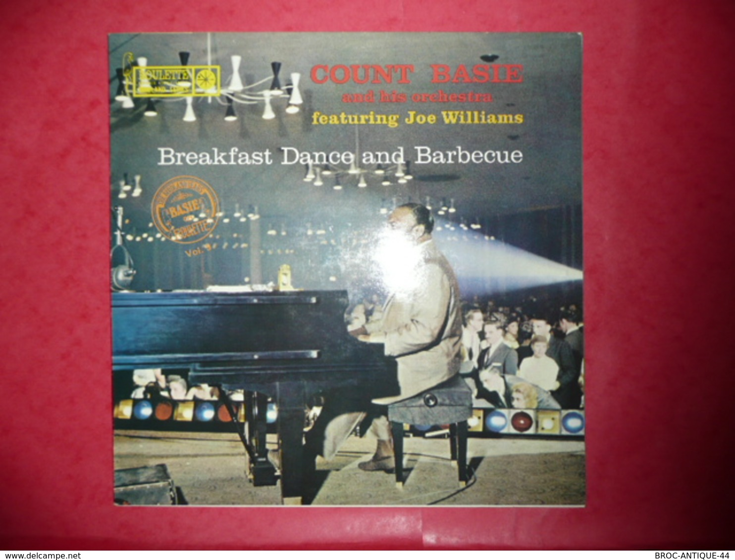 LP33 N°579 - COUNT BASIE & HIS ORCHESTRA FEATURING JOE WILLIAMS - BREAKFAST DANCE AND BARBECUE - COMPILATION 8 TITRES - Jazz