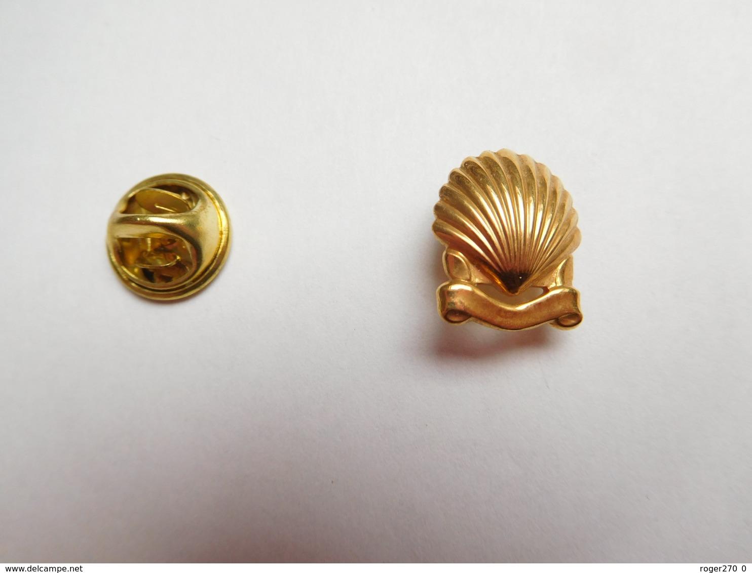 Beau Pin's En Relief , Carburant Essence Oil Huile Shell , Coquille Saint Jacques , Version Or , Signé Cartier Paris - Fuels