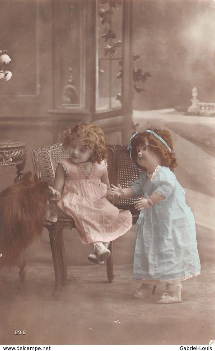 Petite Fille Avec Une Poupée De Sa Taille ? - Chien - Colley ? - - Szenen & Landschaften