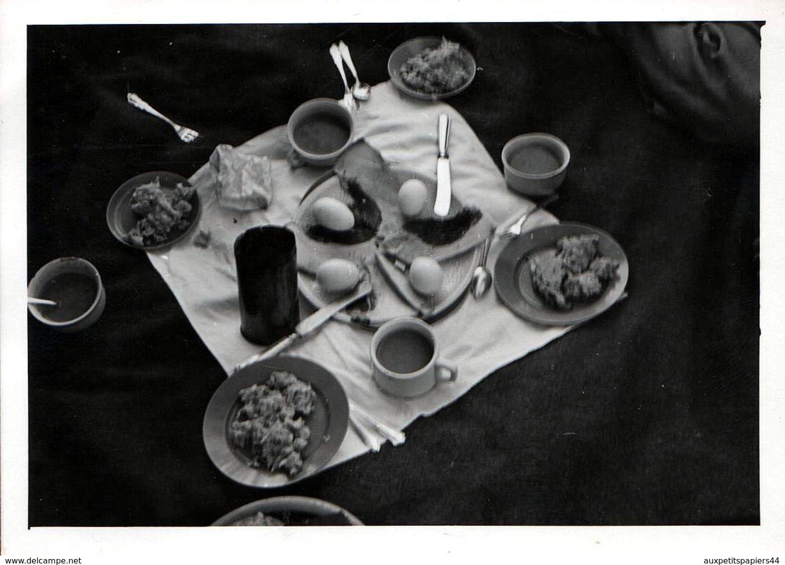 Photo Originale A Manger ! Nature Morte & Pique Nique Pour 4 Très Appétissant Vers 1950/60 - Personnes Anonymes