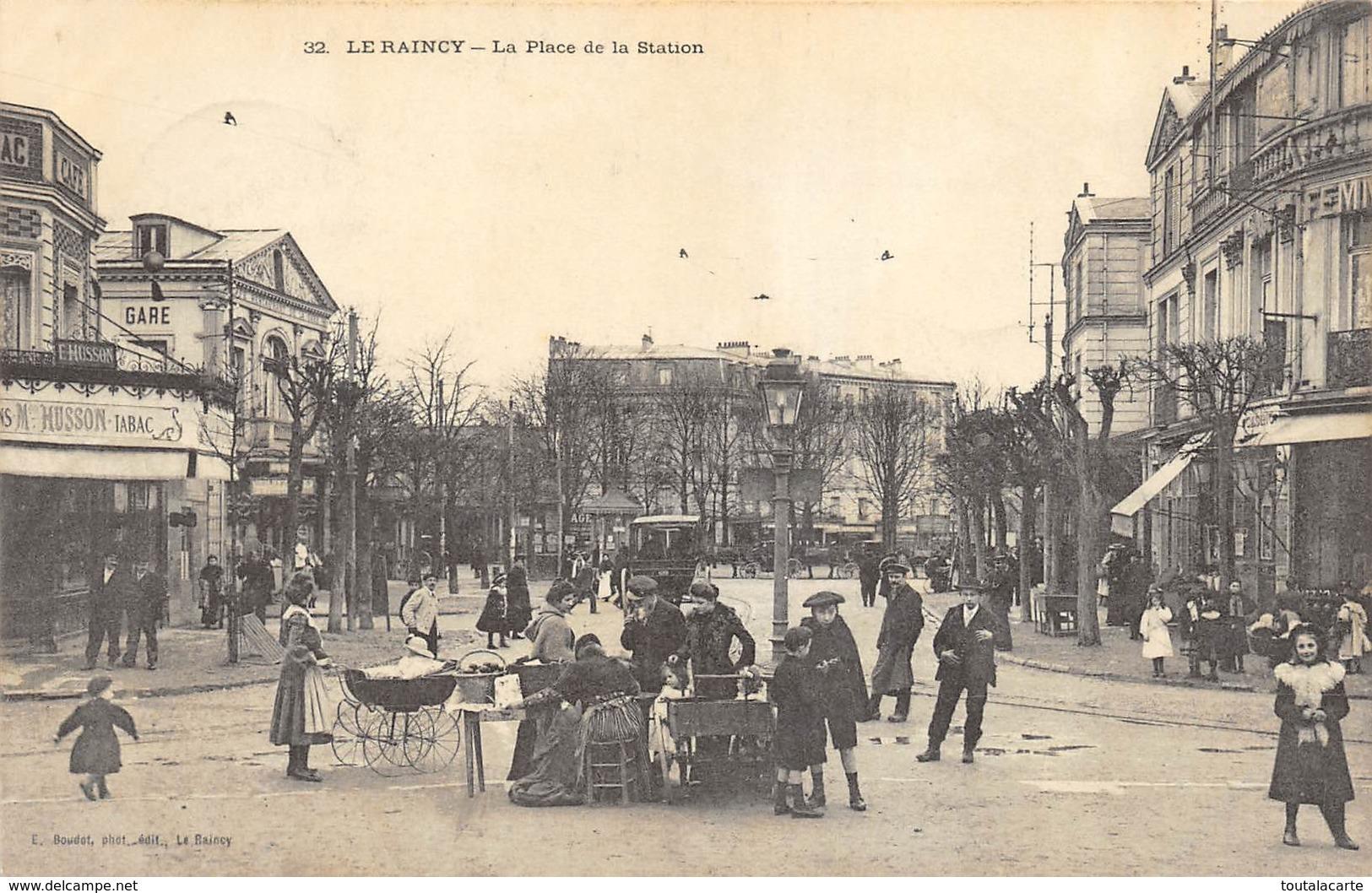 CPA 93 LE RAINCY LA PLACE DE LA STATION 1904 - Le Raincy