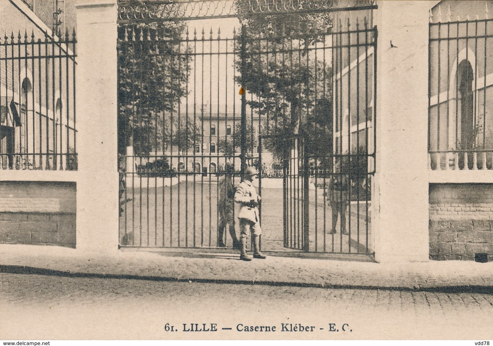 Lille EC 61 Caserne Kleber Peu Courant état Neuf Fleur De Coin - Lille