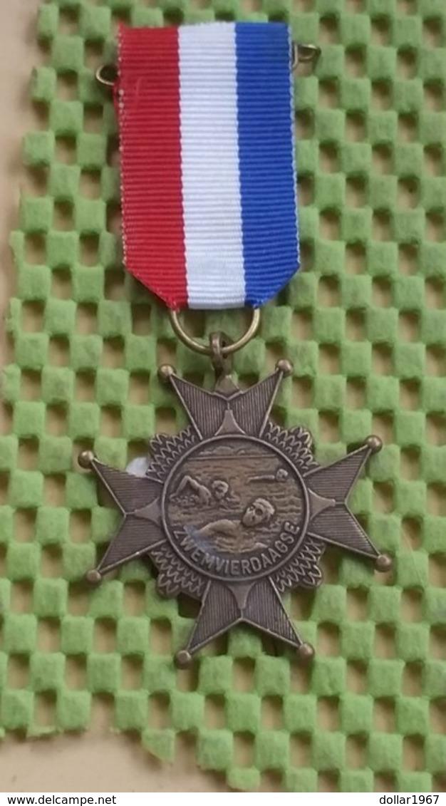 Medaille :Netherlands  -  Medaille -zwemvierdaagse Nederland / Vintage Medal - Walking Association - Niederlande