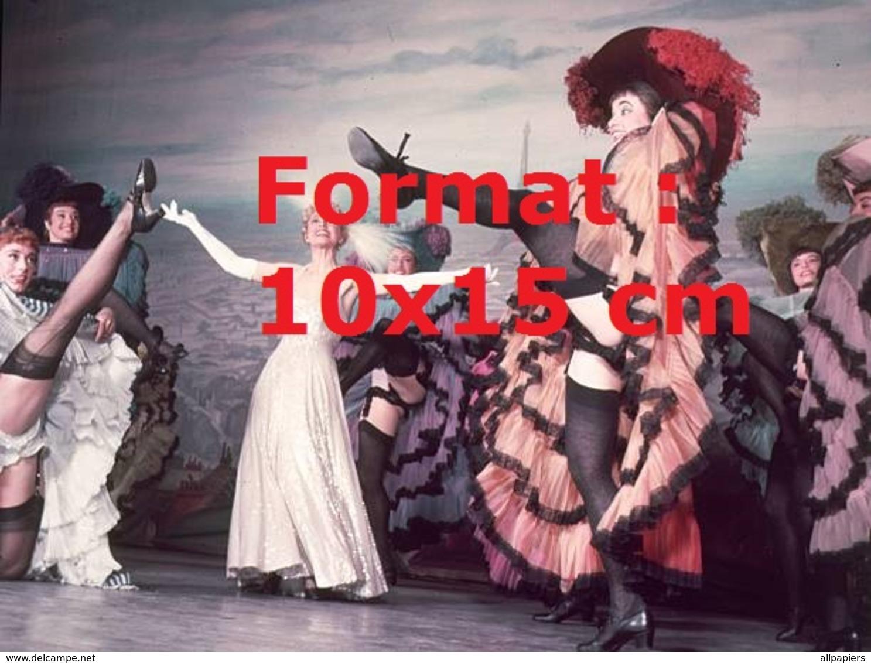 Reproduction D'une Photographie Ancienne D'une Revue De Danseuses Dansant Le French Cancan à Londres En 1954 - Reproductions