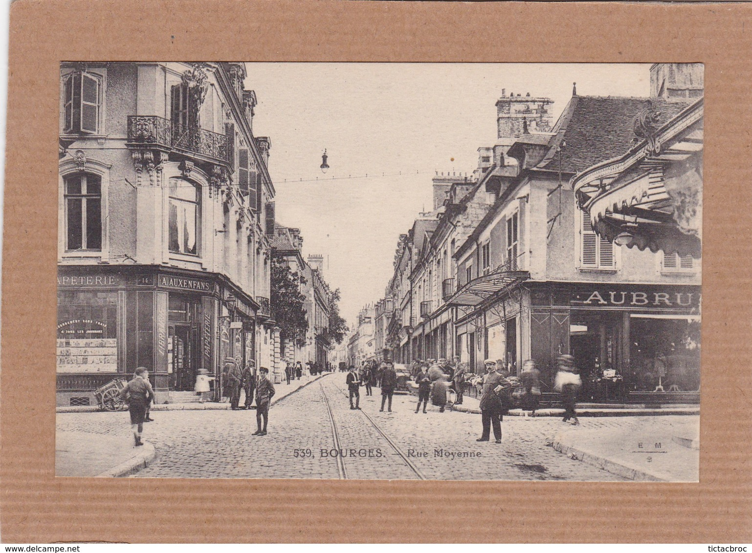CPA 18 Bourges Rue Moyenne - Bourges