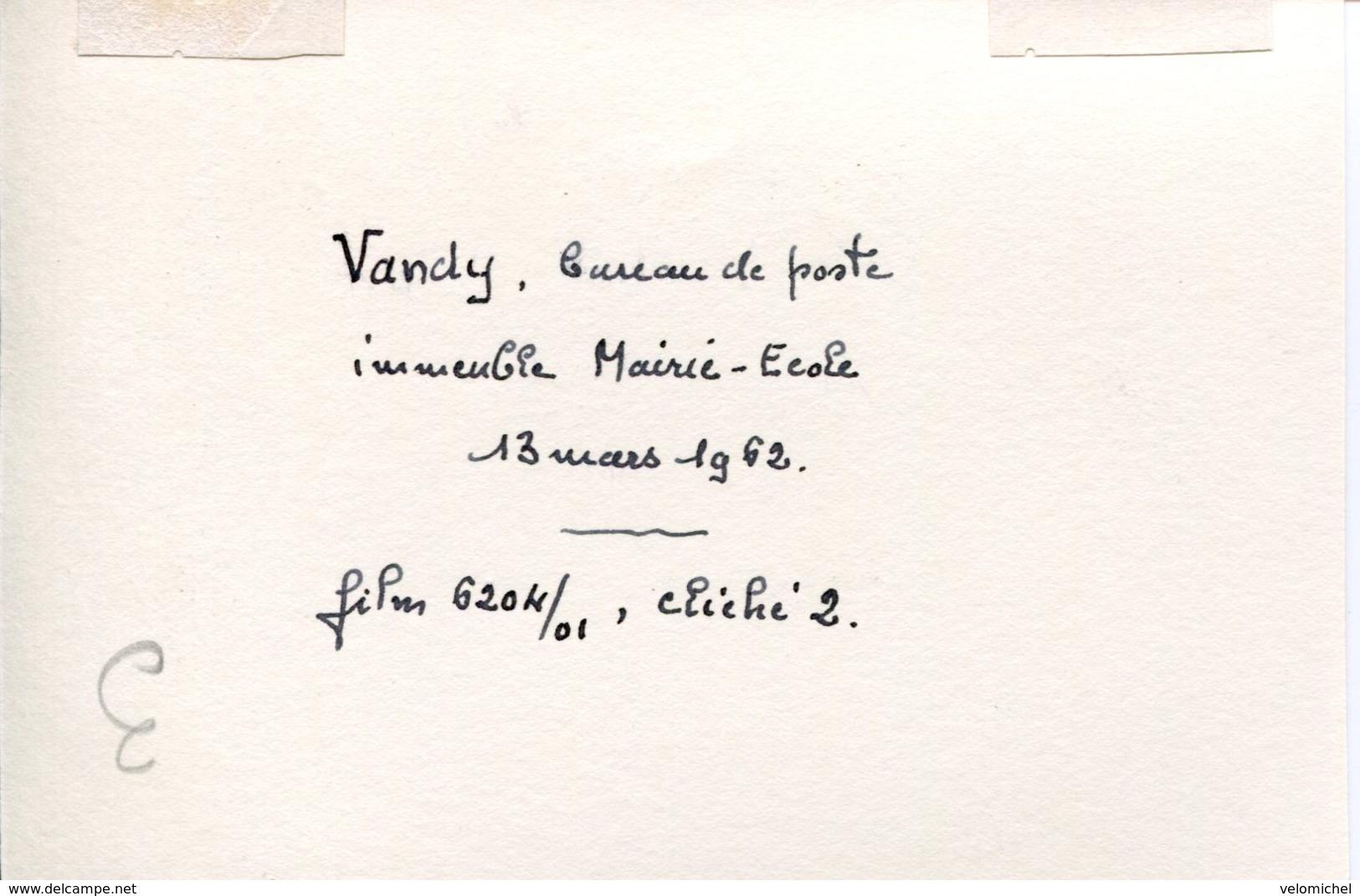 Ardennes.VANDY. 1962. Le Bureau Des Postes, Mairie-école - Photographs
