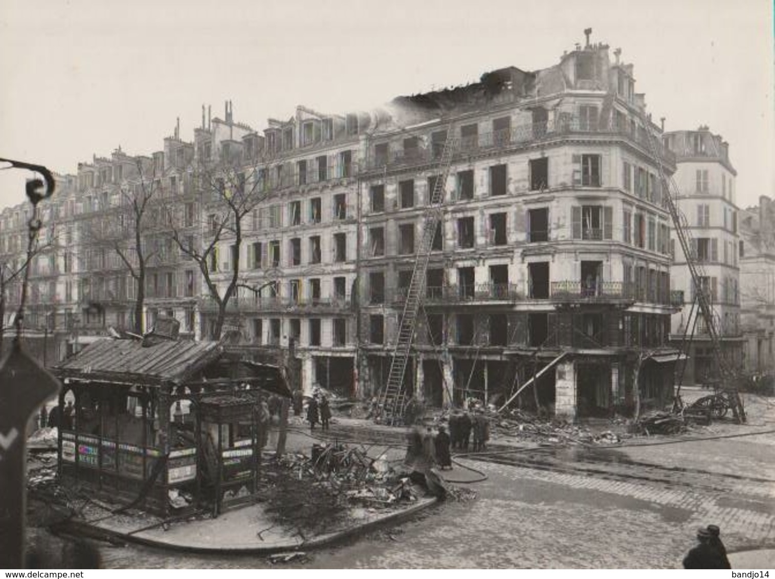 "RARISSIME -1918 -   Grande Photo "" Bombardement Rue De Rivoli ""  (Emile Menanteau ) 2 Scan - War, Military"