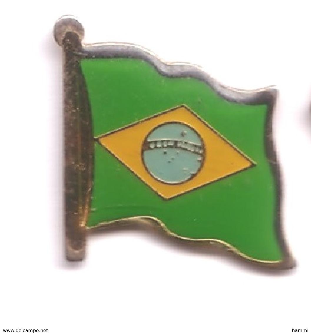 H75 Pin's Drapeau Flag Brésil Brasilia Brasil  20 Mm X 20 Mm Achat Immédiat - Villes