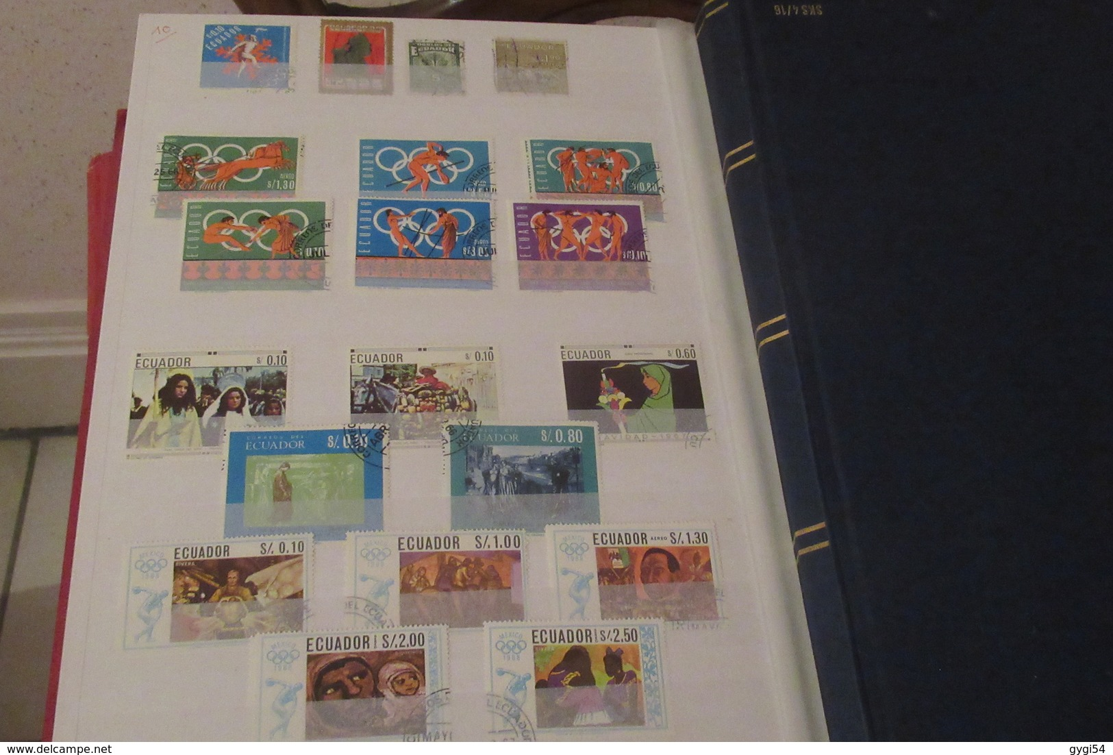 Amérique Du Sud Dans Un Classeur De 64 Pages - Stamps