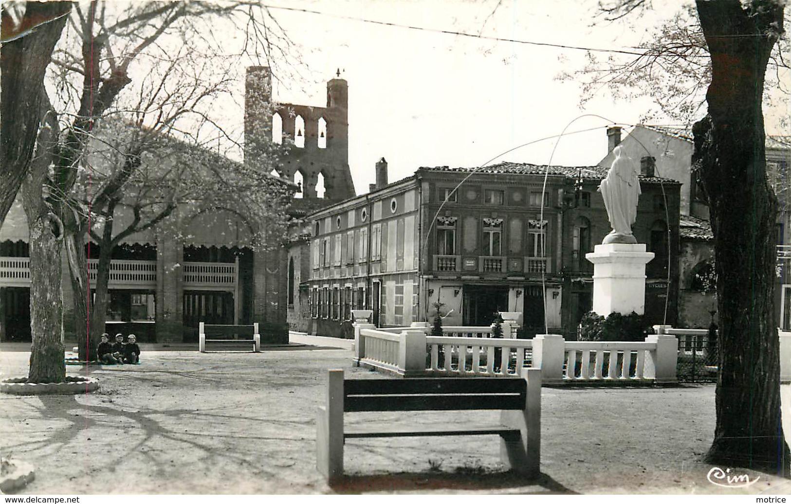 VILLEFRANCHE DE LAUGARAIS - Place De La Pradelle Et Le Clocher. - Other Municipalities