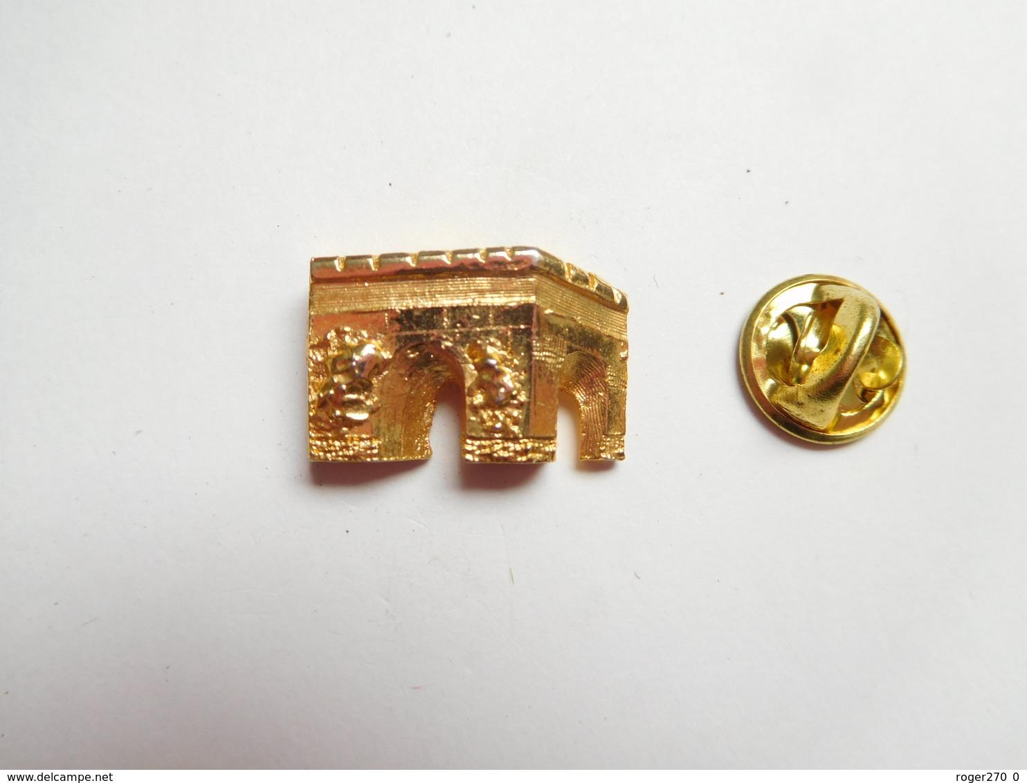 Superbe Pin's En Relief  , Arc De Triomphe , Paris - Städte