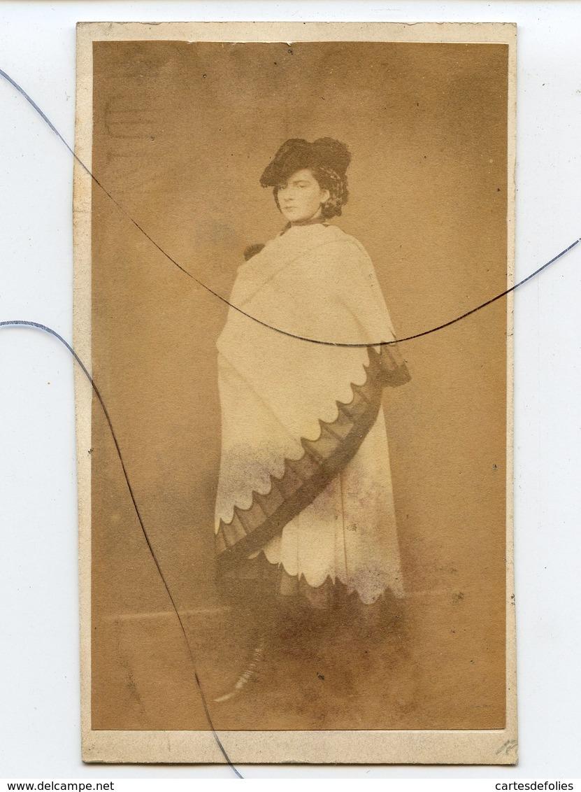 Photographie CDV. Portrait D'une Femme. Comédie Française,Opéra, Politique ? ALFONSE BERNOUD - Photographs