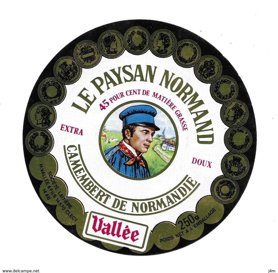 ETIQUETTE De FROMAGE. CAMEMBERT De NORMANDIE..Le Paysan Normand..Sté Laitière H. VALLEE à CLECY ( Calvados 14-AB) - Cheese