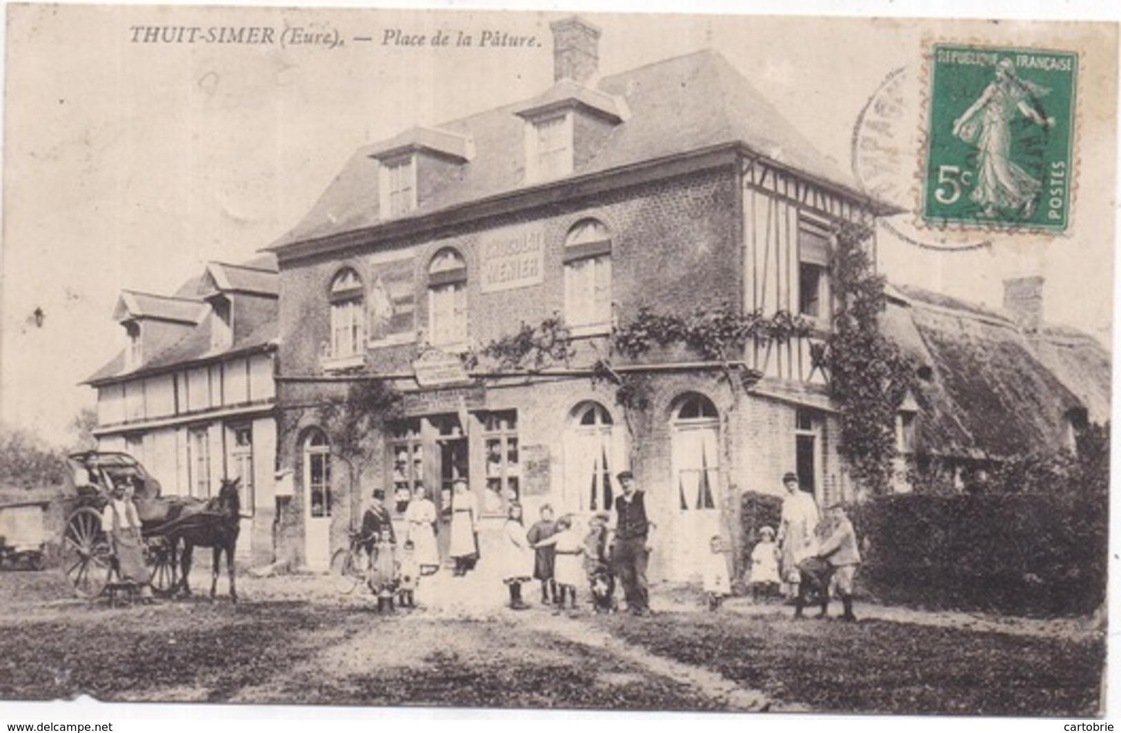 Dépt 27 - LE THUIT-SIMER (143 Hab.) - Place De La Pâture - Très Animée : Café-Tabac-Épicerie RENAUT - Attelage - Autres Communes