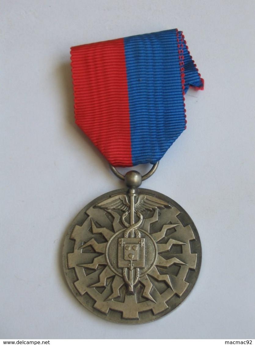 Décoration Médaille Civile En ARGENT  - Médaille D'honneur  - Ville De Puteaux ***** EN ACHAT IMMEDIAT **** - Non Classés