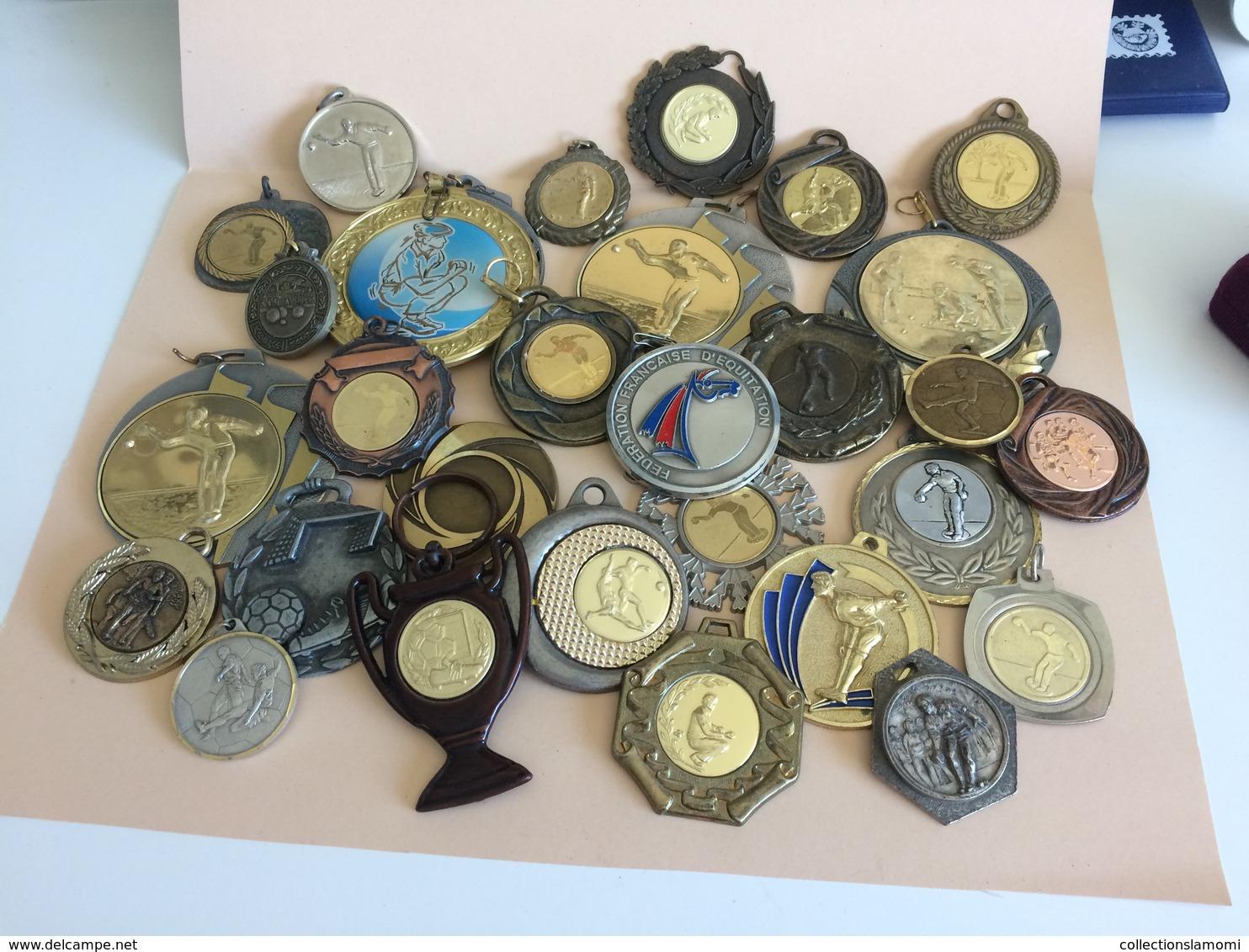 Lot De Médaille Pétanque Voir Plusieurs Photos (lot N°16 ) (attention Poids Important  3kg Environs ) - Pétanque