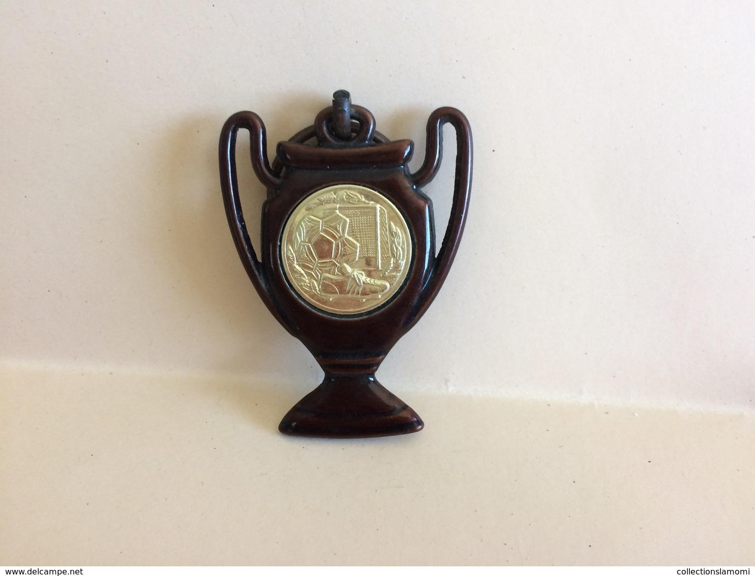 Lot De Médaille Pétanque Voir Plusieurs Photos (lot N°16 ) (attention Poids Important  3kg Environs ) - Bowls - Pétanque