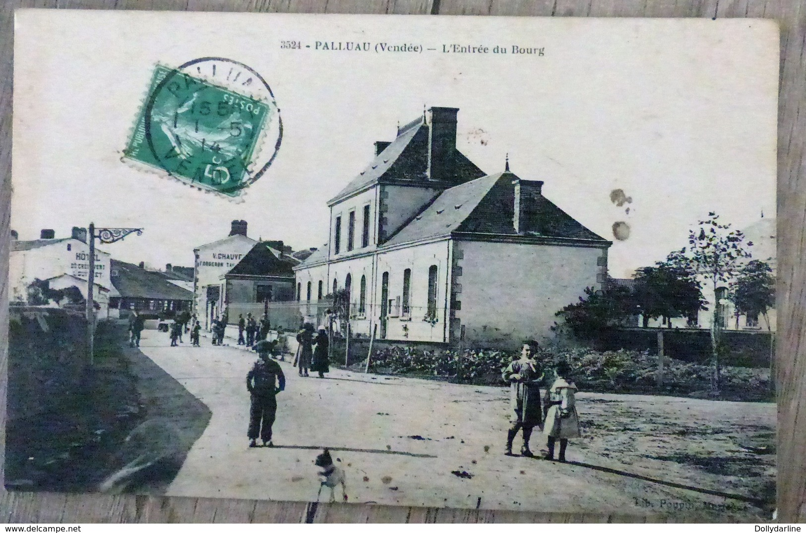 CPA PALLUAU Vendée 85 L'Entrée Du Bourg Animée Circulée écrite - Sin Clasificación