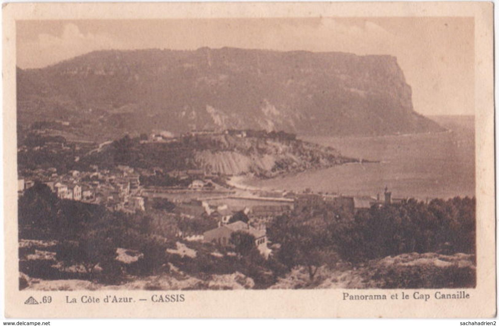 13. CASSIS. Panorama Et Le Cap Canaille. 69 - Cassis