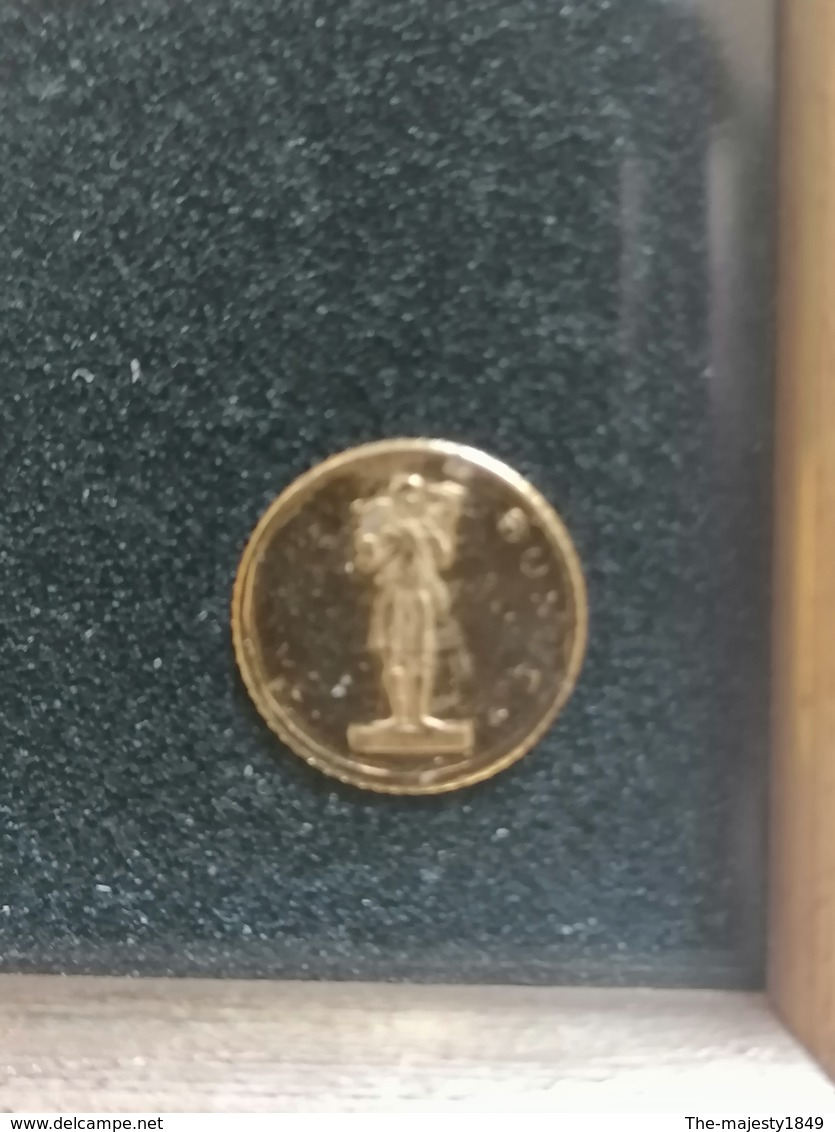 Les Plus Petites Pièces Du Monde En Or 750/1000 - Otras Monedas