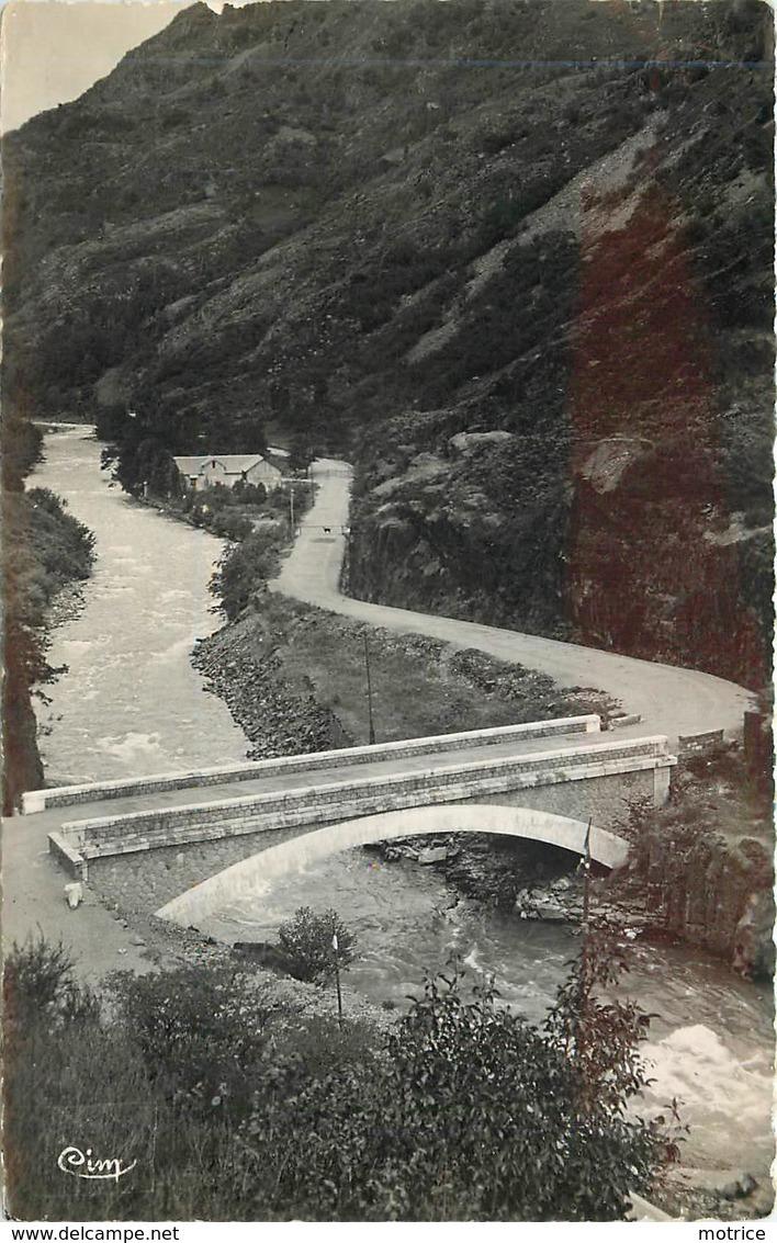 FOS Près De Saint Béat, Le Pont Du Roi à La Frontière Espagnole. - Other Municipalities