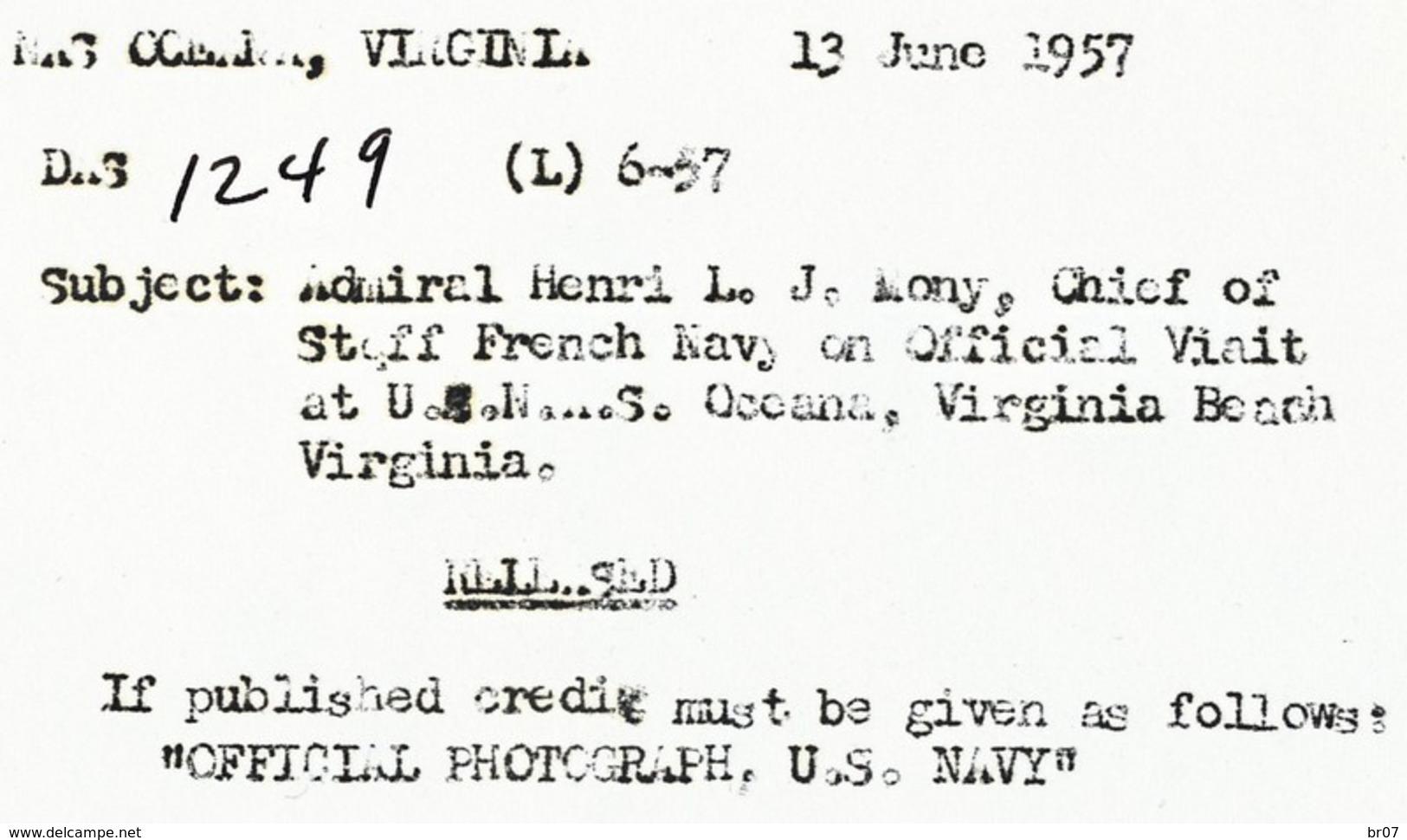 PHOTO ORIGINAL DE US NAVY 1957 NOMY HENRI AMIRAL CHEF DES FORCES NAVALES FRANCAISES EN VISITE DES FORCES AMERICAINES LE - Vereinigte Staaten
