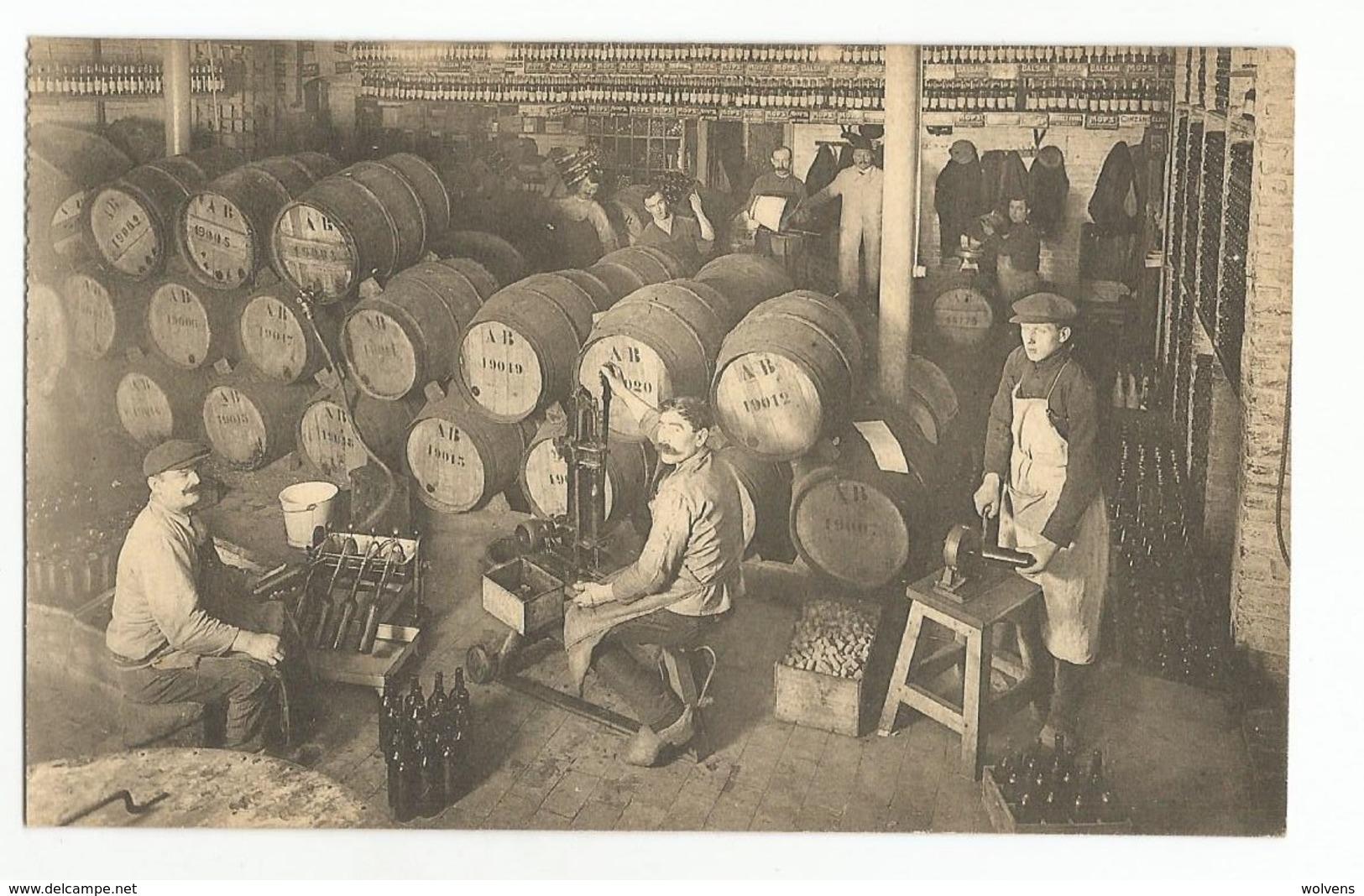 Bruxelles Union Economique Le Soutirage Des Vins Carte Postale Ancienne Animée - Straßenhandel Und Kleingewerbe